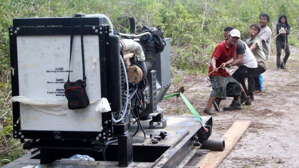 Tembus Hutan, PLN Terangi Pulau Terpencil di Bangka