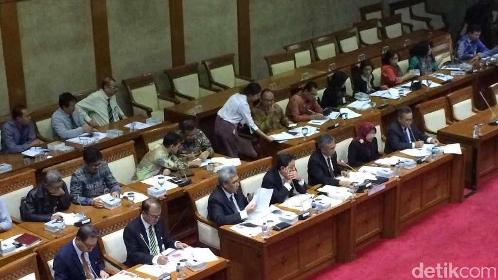 OJK ke DPR Bahas Rencana Kerja Periode 2017-2022