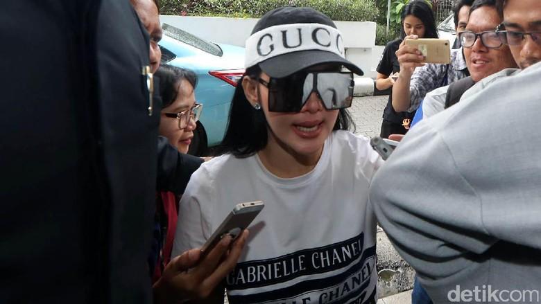 Kali Syahrini Konfirmasi Hadiri Panggilan - Jakarta Setelah minta ditunda karena jadwalnya yang Aktris Syahrini dikonfirmasi akan menghadiri pemeriksaan terkait kasus First jam kata
