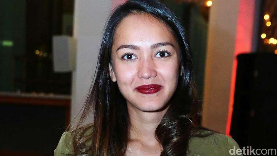 Bibir Merah Merona Melayu Nicole