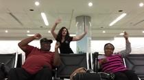 Ketinggalan Pesawat, Wanita Ini Menari Semalaman di Bandara