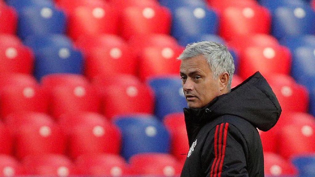 Mourinho Tegaskan Tak Ada Permusuhan dengan Conte
