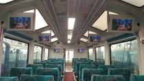 Kereta Mewah Beratap Kaca Sajikan Pemandangan Keren