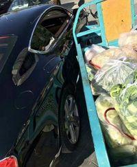 Tabrakan dengan Mobil Bentley Tukang Sayur Ini Ganti Rugi Pakai Daun Bawang