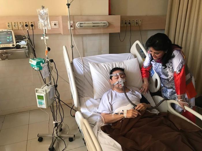Dokter tegaskan bahwa posisi infus di tangan Setya Novanto tidak ada yang aneh. Foto: Dok. Istimewa