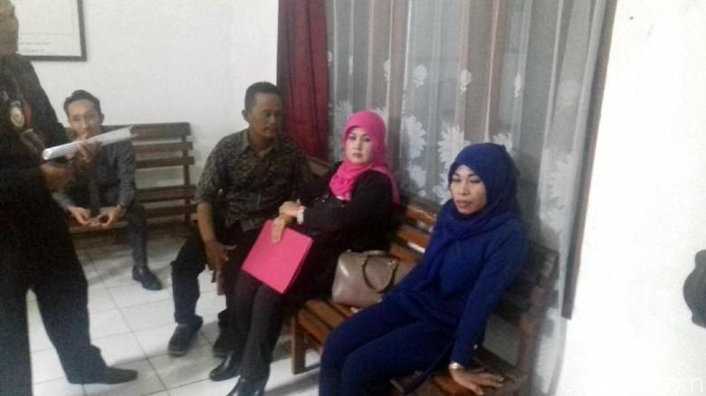 Tampak Tenang, Sri Rahayu Penghina Jokowi Minta Dukungan Keluarga