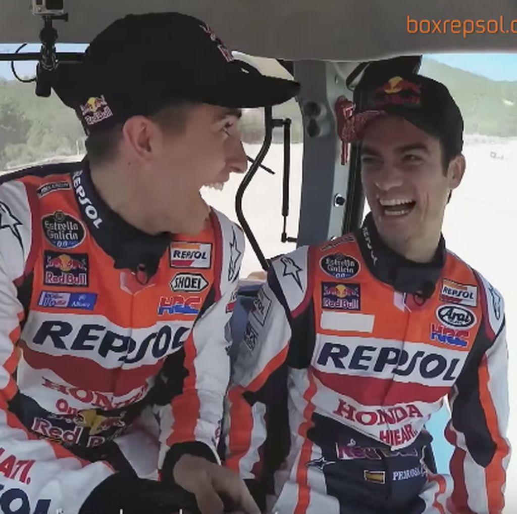 Girangnya Marquez dan Pedrosa Ngebut Pakai Traktor