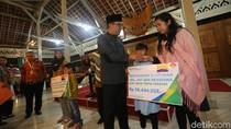 Ridwan Kamil-BPJS Beri Santunan ke Keluarga Pahlawan Damkar Bandung