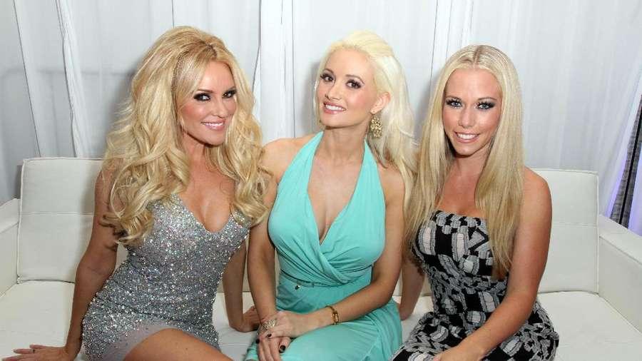Dikelilingi Makhluk Seksi, Ini Para Wanita yang Dipilih Bos Playboy