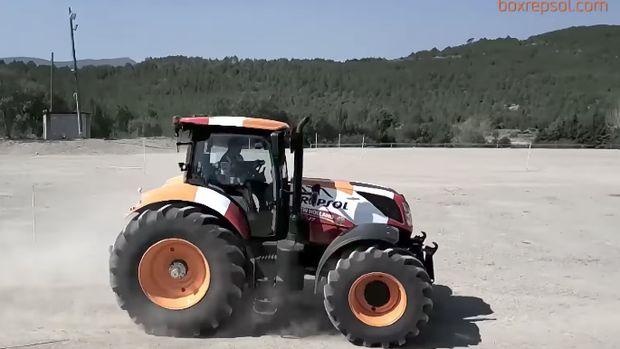 Ini dia traktor yang dipakai ngebut oleh Marquez dan Pedrosa