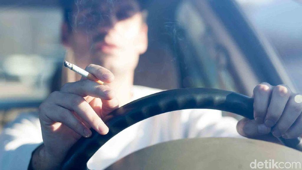 Merokok Sambil Mengemudi Bisa Hilangkan Kantuk? Itu Cuma Sugesti