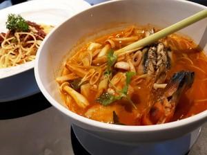 Greyhound Cafe: Di Sini Ada Mie Kuah Tom Yum dan Thai Tea Granita yang Segar
