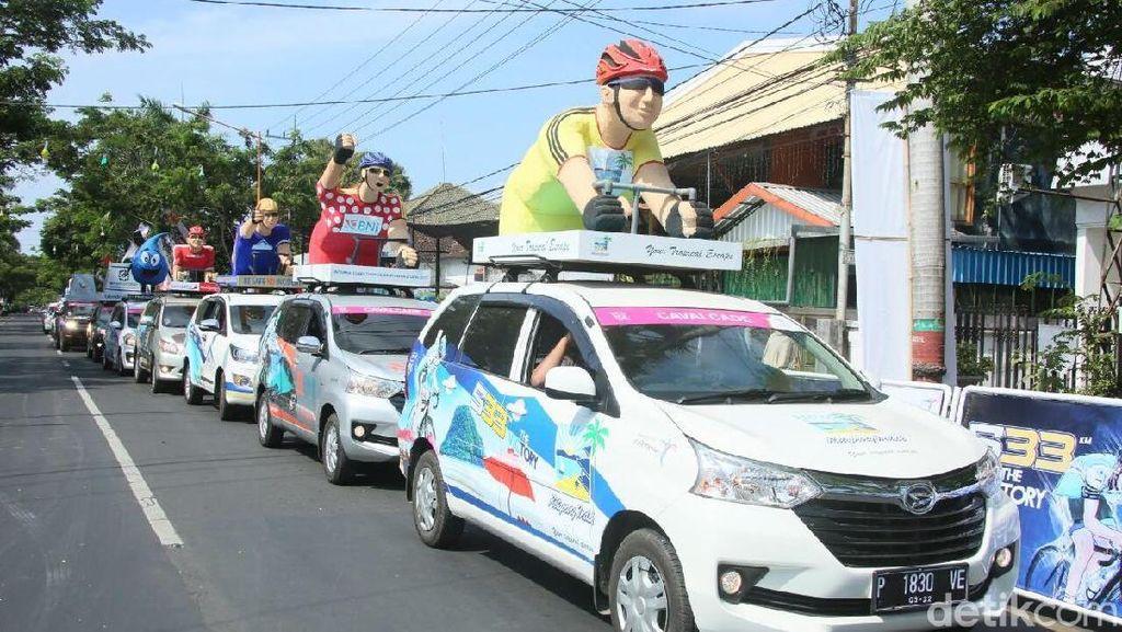 Rombongan Mobil Hias Ramaikan Tour de Ijen 2017