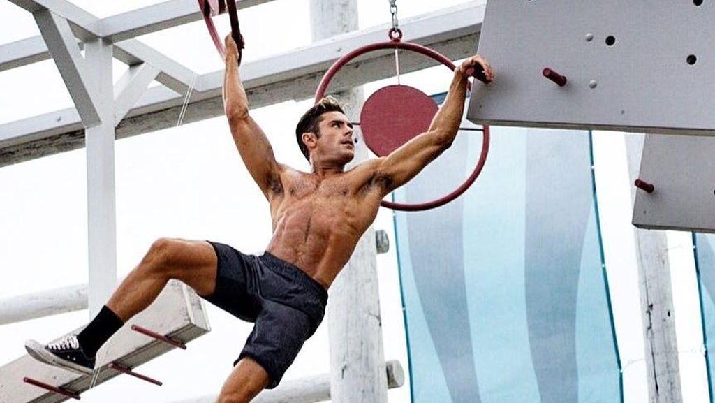 Foto: Zac Efron, Aktor Ganteng Bertubuh Kekar Penyuka Olahraga