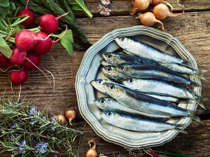 Ikan dan susu dikonsumsi sebagai pelengkap nutrisi untuk tubuh. Foto: ilustrasi/thinkstock