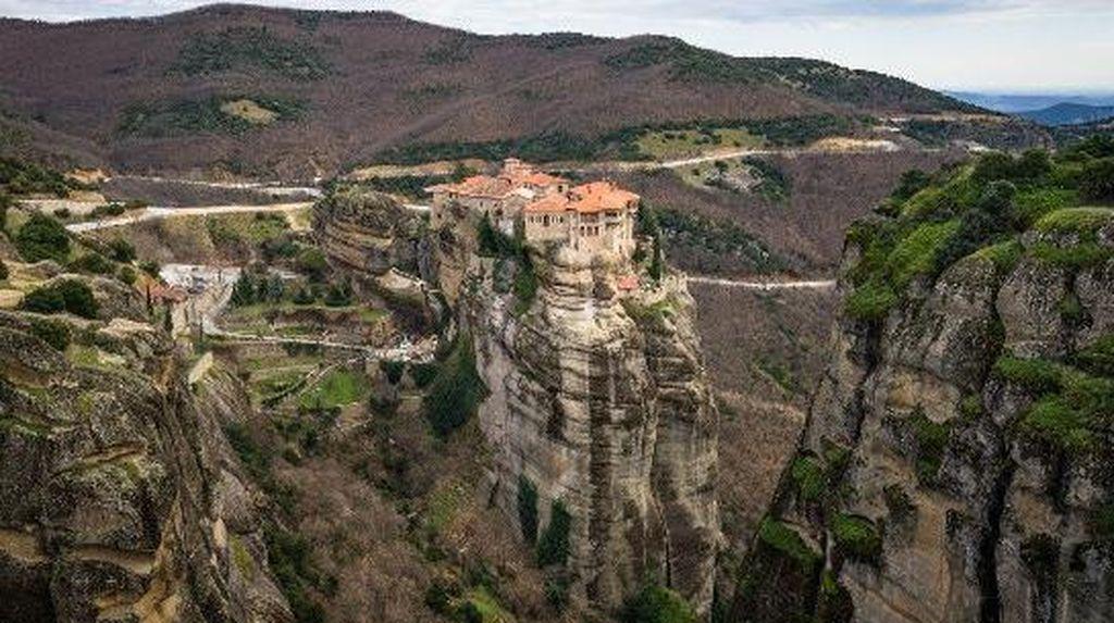 Bagai Menyentuh Langit, Ini Biara di Yunani