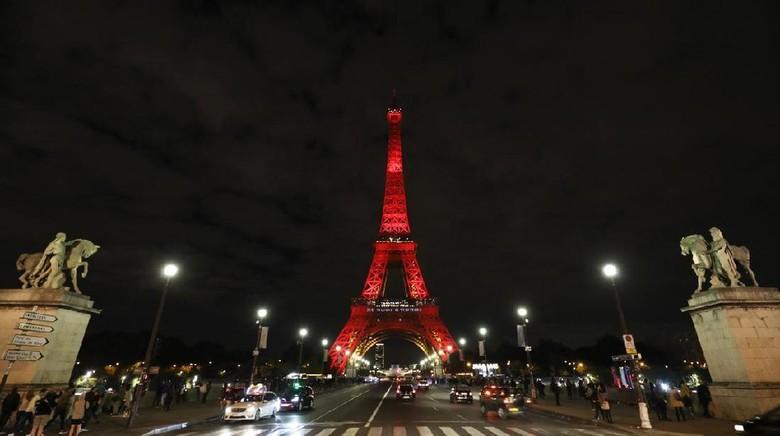 Cantiknya Menara Eiffel Berwarna-warni, Dalam Rangka Apa?
