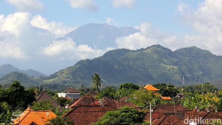 PVBMG: Karakter Gunung Agung Beda dengan Merapi dan Kelud
