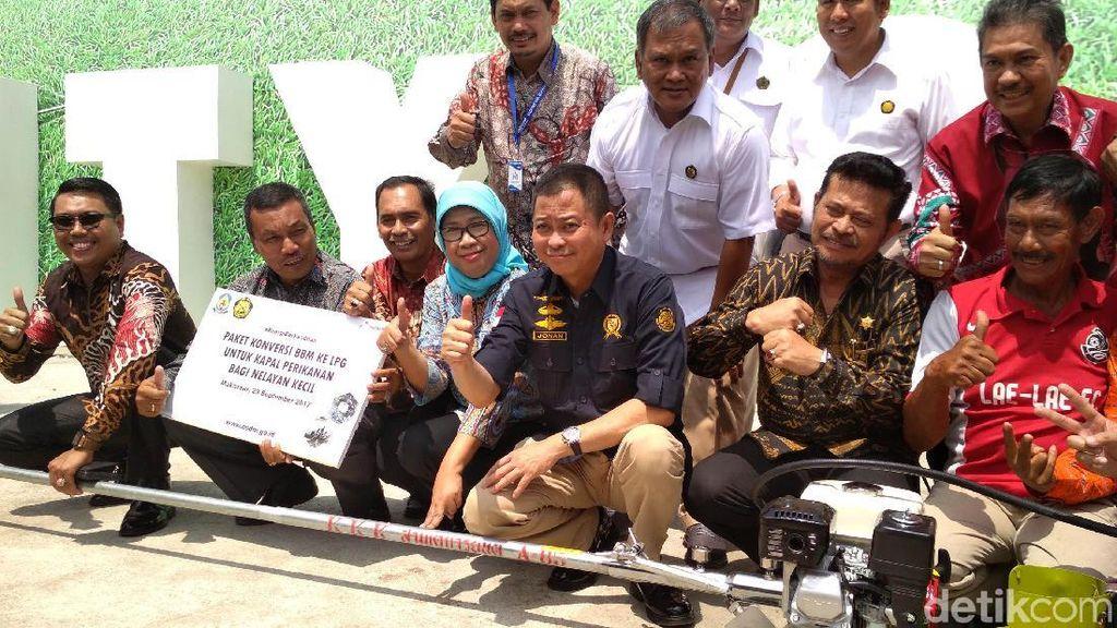 Senangnya Nelayan di Makassar Dapat Konverter Kit dari Jonan