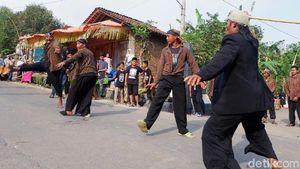 Ujungan, Tarian Pemanggil Hujan dan Pencari Kesatria di Banjanegara