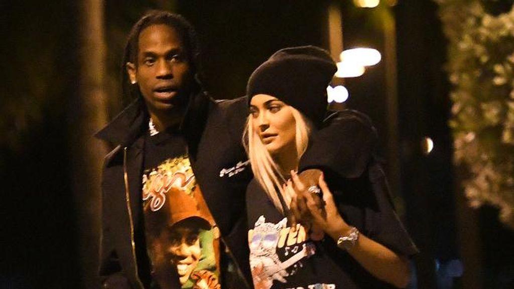 Dikabarkan Hamil, Kylie Jenner Belanja Perlengkapan Bayi Sampai Rp 900 Juta?