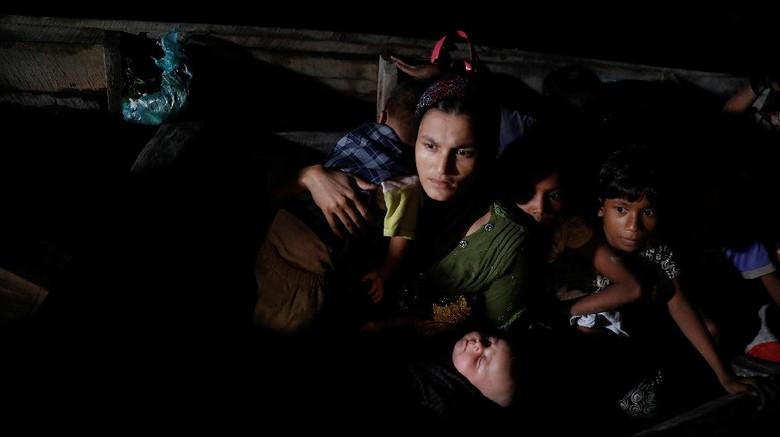 Mengungsi, 2 Ribu Warga Rohingya Menyusuri Pantai Myanmar