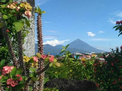 Cantiknya Kota Ternate Berlatar Gunung Gamalama