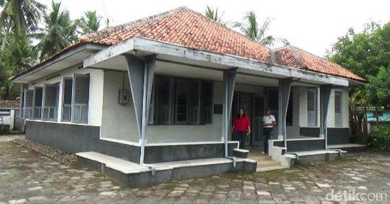 Rumah Jenderal Ahmad Yani terletak di Desa Rendeng RT 01 RW 02, Kecamatan Gebang, Kabupaten Purworejo, Jawa Tengah. Di rumah dengan luas 1.000 meter persegi inilah sang jenderal dilahirkan (Rinto Heksantoro/detikTravel)