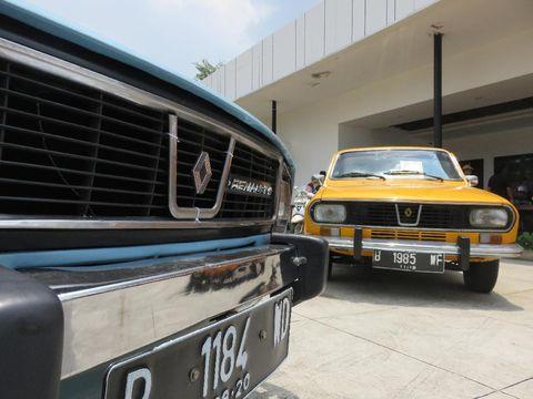 Puluhan Mobil Prancis Kumpul di Kemang Layaknya Museum