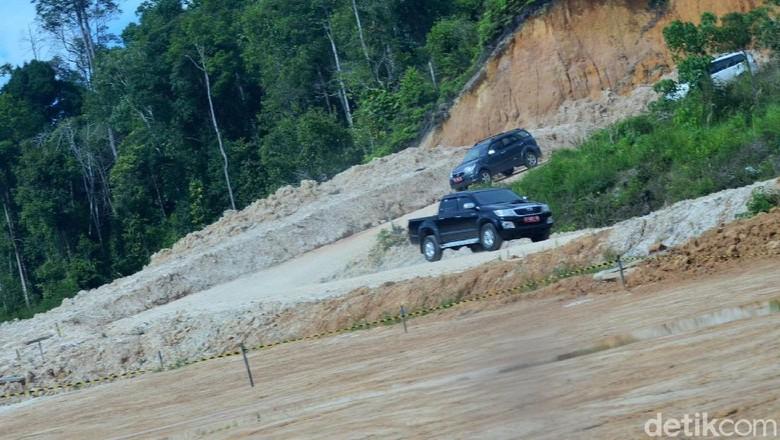 Jokowi Gencar Bangun Jalan, Paling Banyak di Perbatasan dan Papua