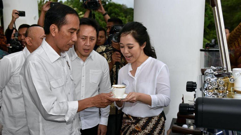 Saat Jokowi Belajar Bahasa Isyarat Saya Cinta Kopi