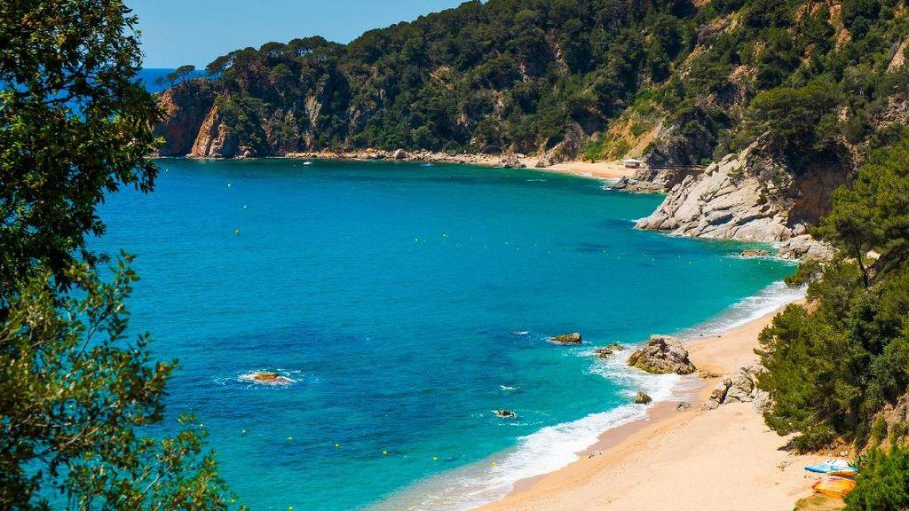 Catalonia, Pantai dan Barcelona