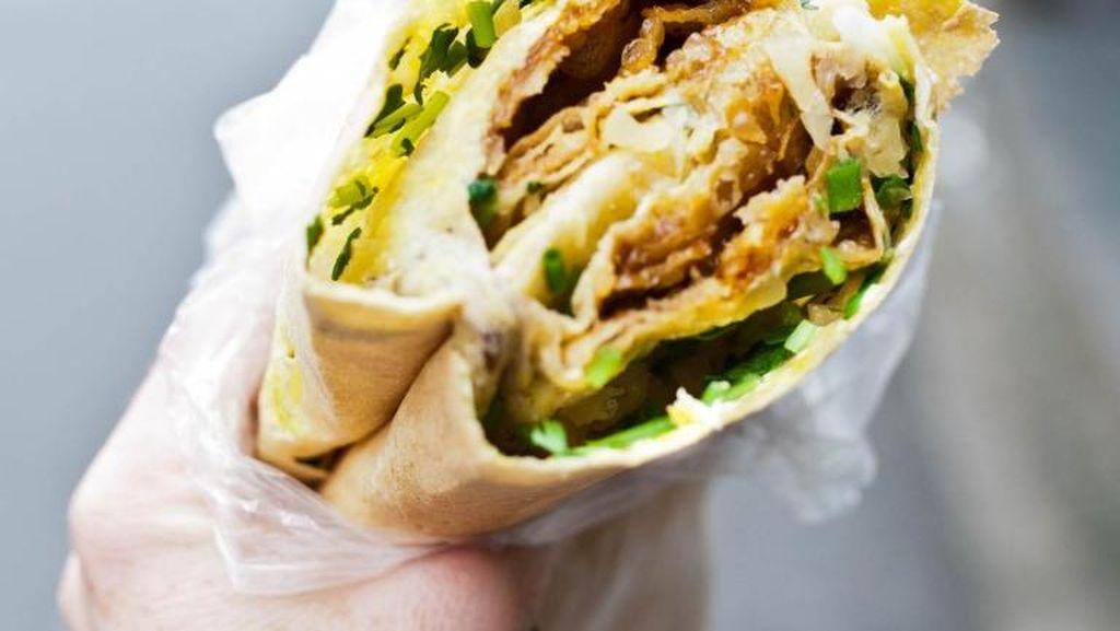 Jual Pancake Goreng di Kaki Lima, Penjual Ini Raih Keuntungan Rp 200 Juta Per Bulan!