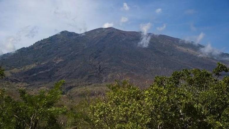 Tremor Non-harmonik Tidak Diikuti Letusan, Gunung Agung Masih Awas