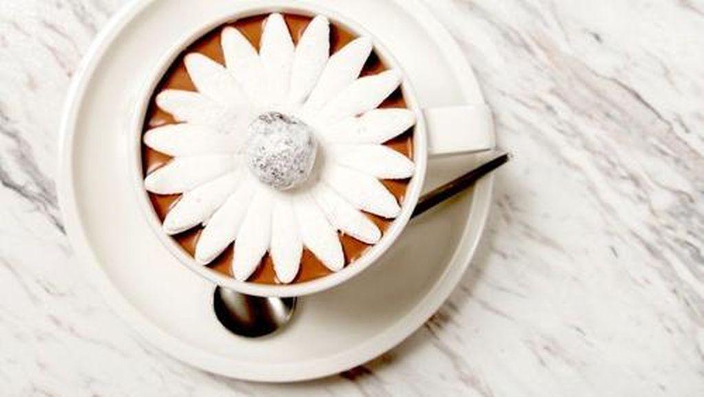 So Sweet! Pria Ini Lamar Pasangan dengan Hot Chocolate Kreasi Chef Terkenal