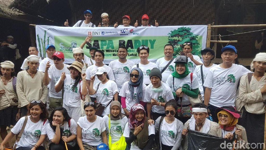 Peduli Lingkungan & Adat, Komunitas Ini Bersih-bersih Jalur ke Baduy