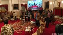 Kompak Berbatik, Jokowi-JK Kumpulkan Menteri Gelar Sidang Kabinet