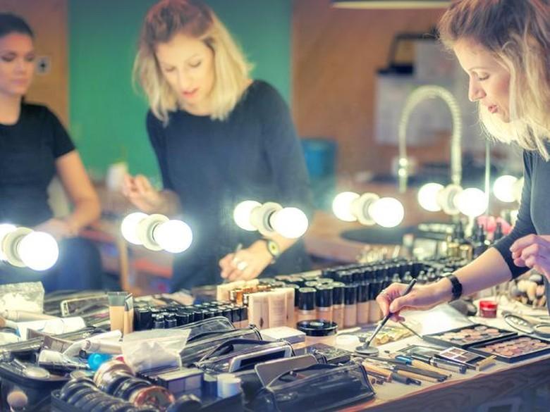 Tangan-tangan Ajaib Makeup Artis di Balik Kecantikan Para Selebriti