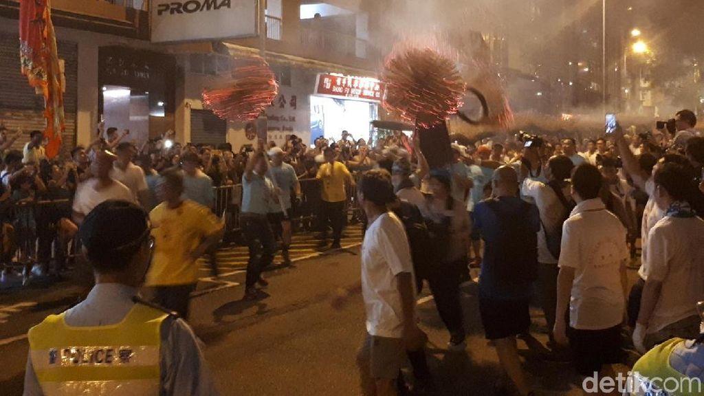 Naga Api dan Lautan Dupa di Hong Kong