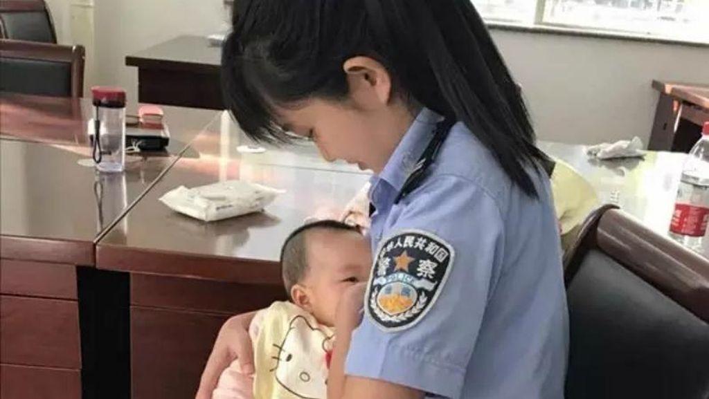 Viral! Polwan China Menyusui Bayi Terdakwa Kasus Kriminal