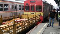 Berhasil Dievakuasi, Kereta Anjlok Dibawa ke Dipo Bukit Duri