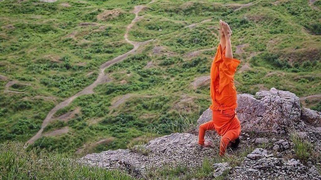 Foto: Cowok Ganteng yang Selalu Handstand Keliling Dunia