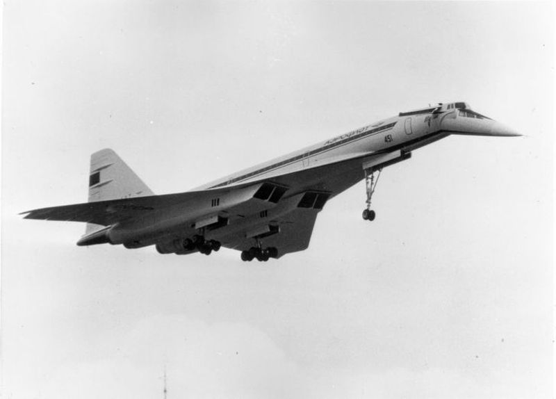Concordski atau Tupolev Tu-144 adalah buatan Uni Soviet atau Rusia. Bentuknya terlihat sangat mirip dengan pesaingnya, concorde tapi agak lebih eksotis dan misterius (Dok. CNN Style)
