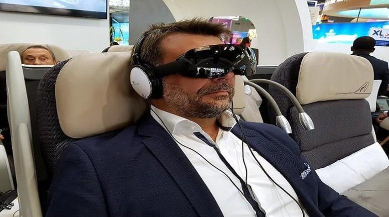 Kacamata VR di dalam pesawat (AlloSky)
