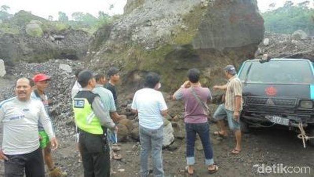 Lokasi longsor yang menimbun tiga orang penambang pasir di Magelang.
