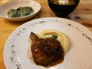 Ciknik: Nikmatnya Roast Chicken Juicy dengan Mashed Potato Beraroma Truffle