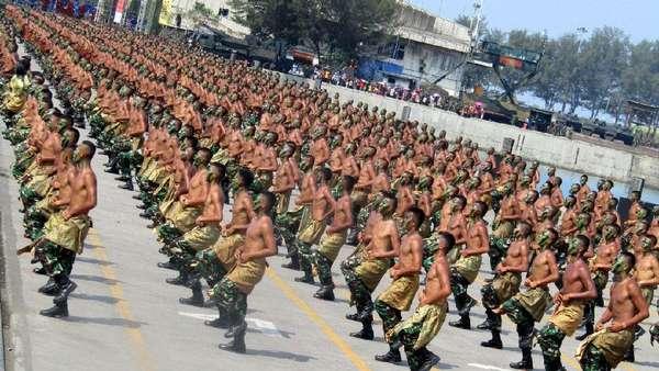 Komisi I Minta TNI Cegah Upaya Proxy War di HUT Ke-72