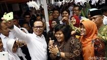 Ketika Menteri Hanif Dhakiri Jadi Bahan Rebutan Selfie
