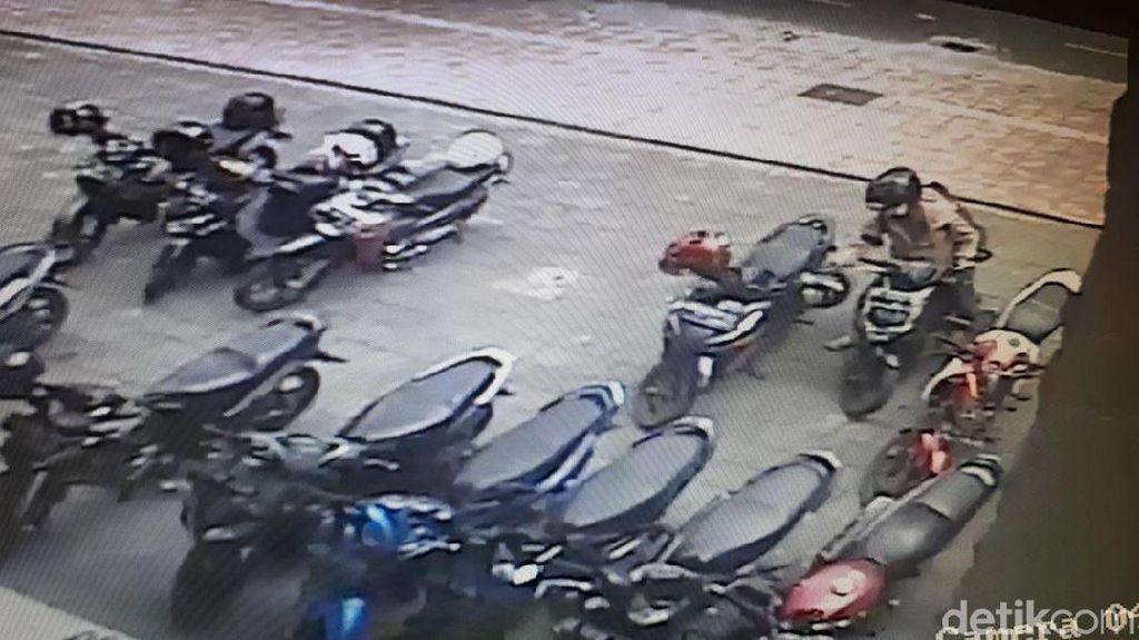 Terekam CCTV, Aksi Nekat Maling Helm di Yogya