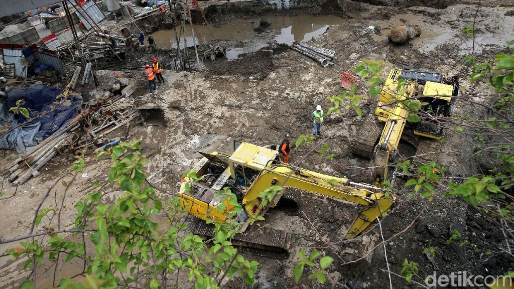 Pemasangan Dinding Penahan Tanah Underpass Matraman